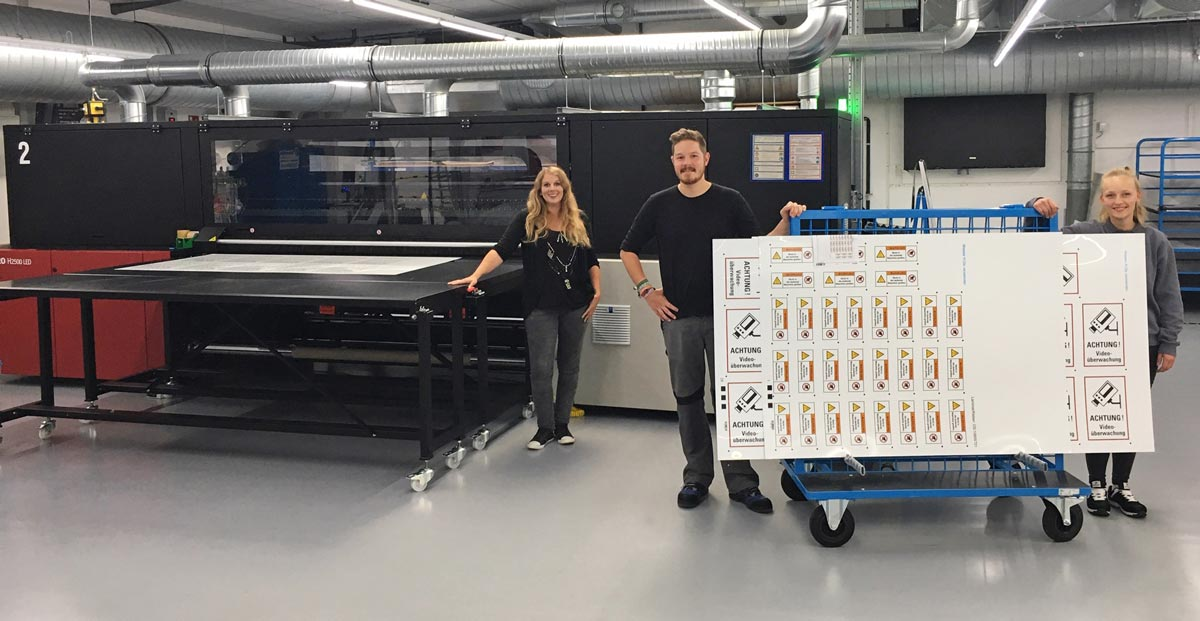 The Kroschke team and their new Jeti Tauro printer