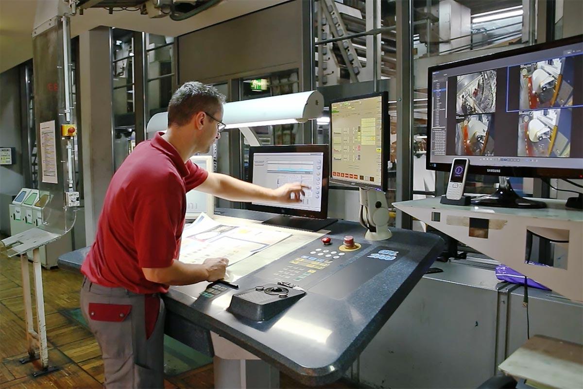 press monitoring console